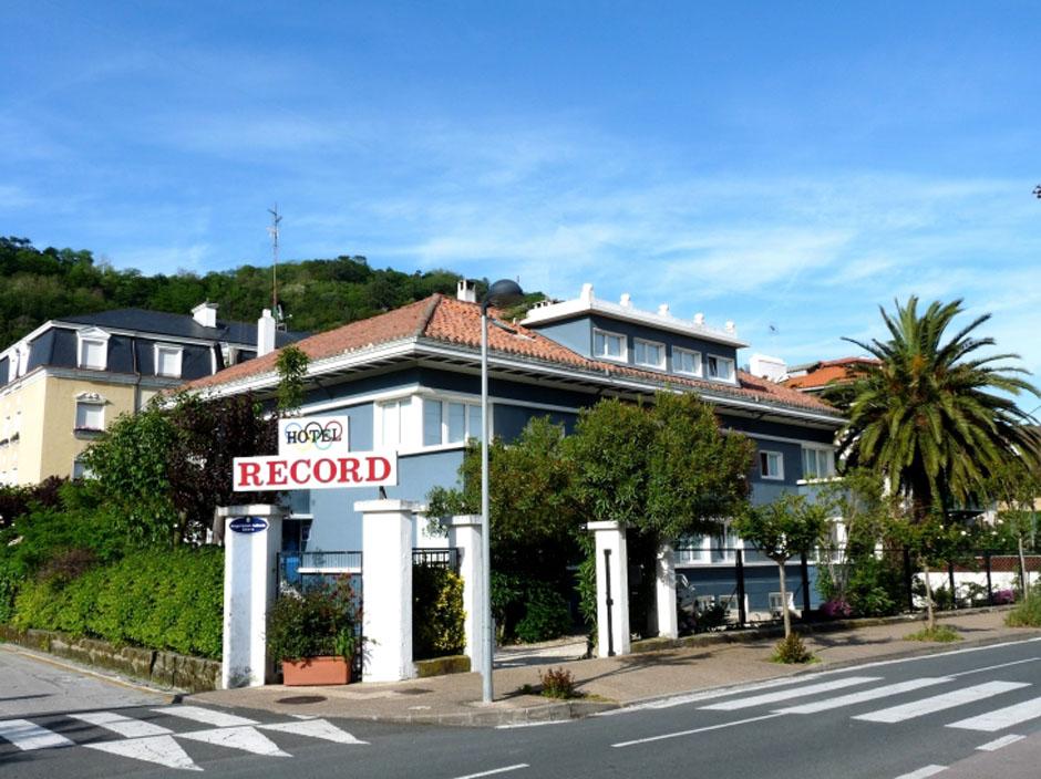 Hoteles de gipuzkoa hotel record for Hoteles con habitaciones familiares en san sebastian