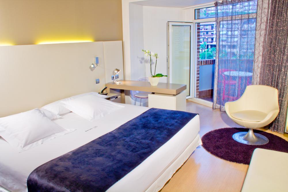 Hoteles de gipuzkoa hotel barcel costa vasca for Hoteles con piscina en san sebastian