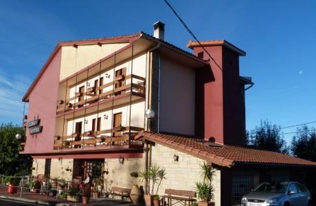 hotel Azkue-fachada
